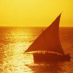 Segelboot im Sonnenuntergang